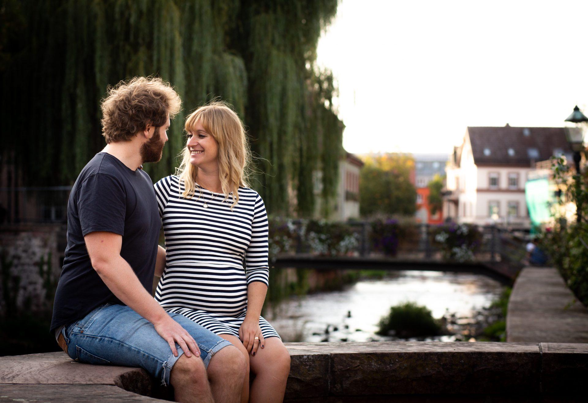 Paar Portrait in der Nachmittagssonne in Ettlingen - Fotografin Anja Schnell